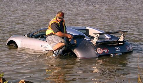 bugatti-veyron-accident