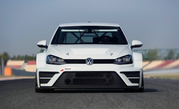 2016-Volkswagen-Golf-TCR-01-626x382