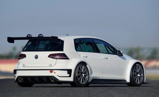 2016-Volkswagen-Golf-TCR-02-626x382