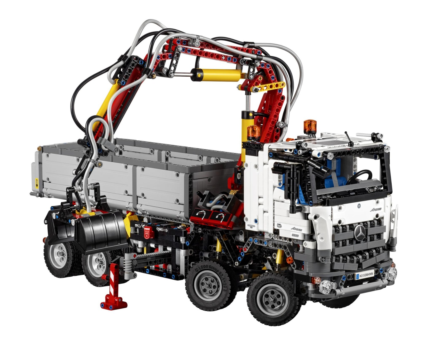 mercedes-benz-arocs-3245-launched-it-s-a-lego-technic-truck-made-of-almost-3000-pieces_2