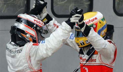 Alonso si Hamilton bucurandu-se in Malaezia