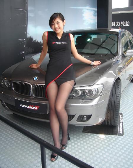 Fata asiatica si BMW